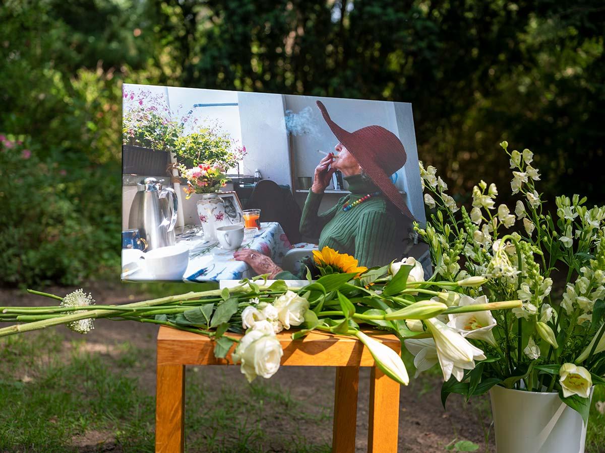 Trauerfeier unter freiem Himmel, Handstrauß Beerdigung, Bestattung Berlin Pankow