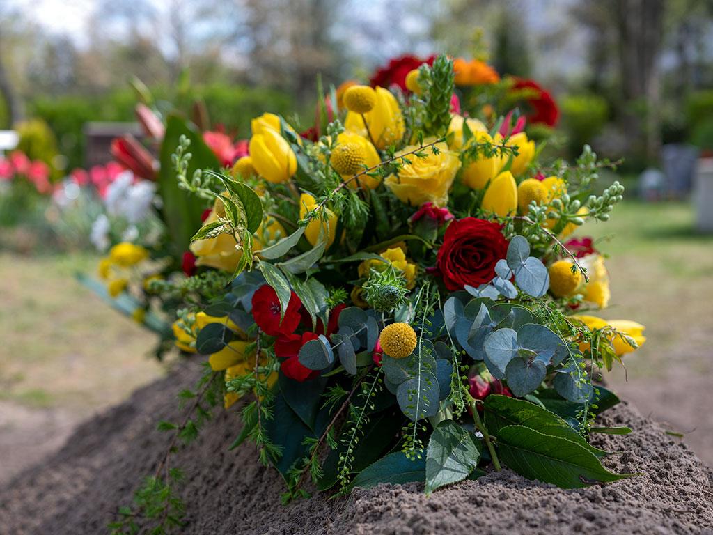 Für die Bestattung eines Flüchtlings, der an den Folgen seiner Krebserkrankung in Deutschland gestorben ist, wurde Geld gesammelt, die  Beisetzung auf dem alten Dom-Friedhof begleiteten viele Menschen.